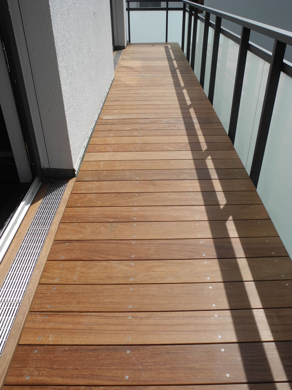 Cumaru holz balkon bodenbelag privathaus friedrichsdorf - Balkon bodenbelag holz ...