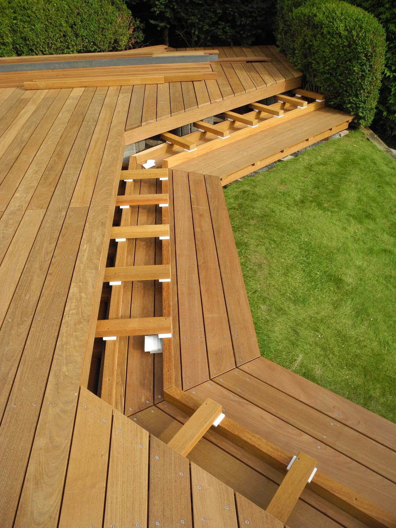 Relativ Ipe Holzterrasse mit Treppenabgang zum Garten; Privathaus Bad Homburg CC93