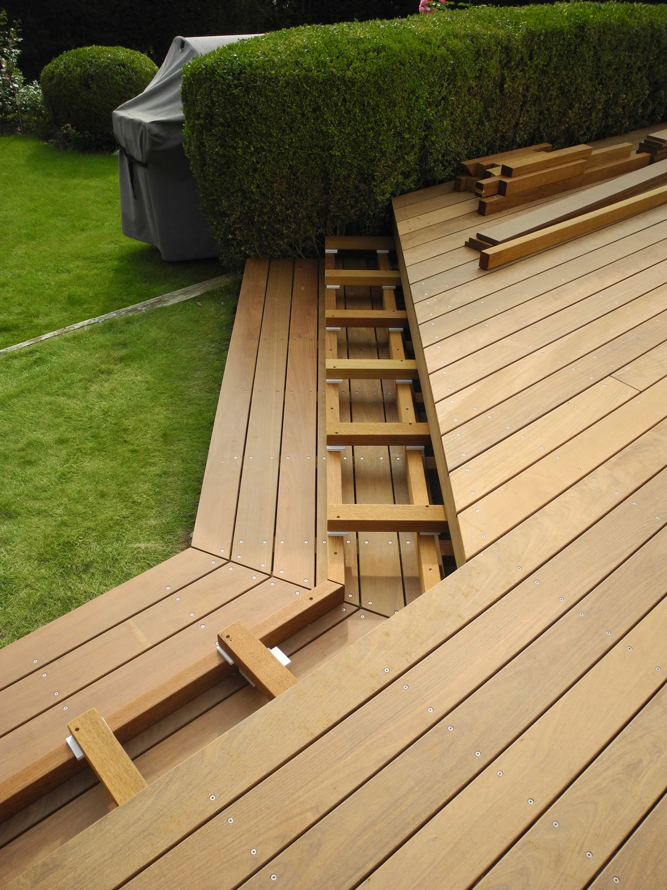 Bekannt Ipe Holzterrasse mit Treppenabgang zum Garten; Privathaus Bad Homburg LW34