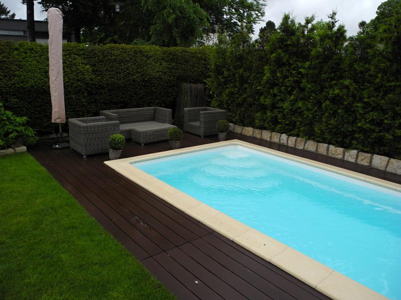 projekt wpc poolumrandung in kronberg. Black Bedroom Furniture Sets. Home Design Ideas